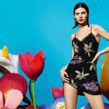 Kendall Jenner con un vestido de pedreria para la nueva colección de La Perla
