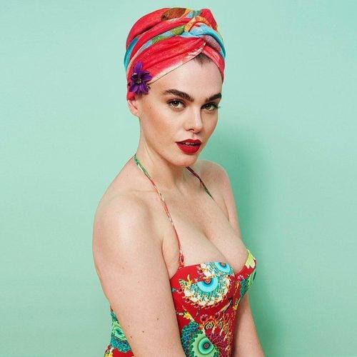 Charli Howard con bañador y turbante en la nueva campaña de verano de Desigual 2017