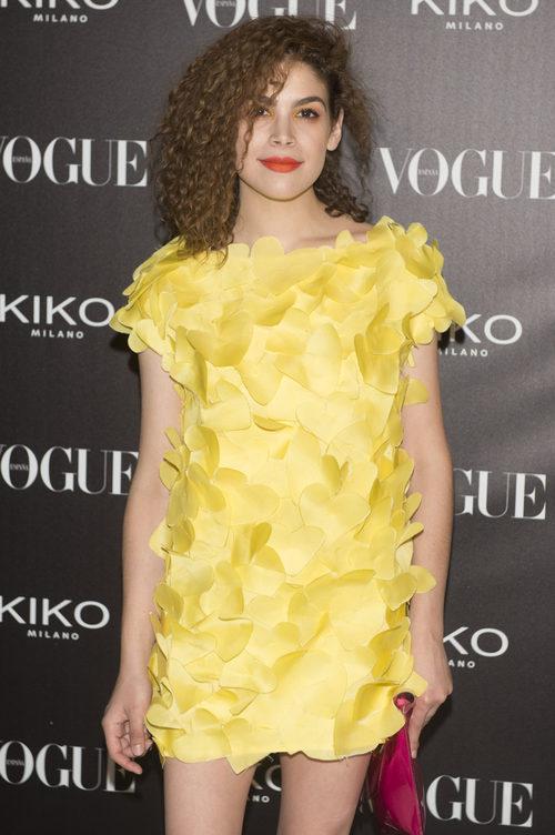 Cósima Ramirez con vestido amarillo