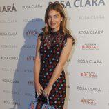 Laura Escanes posa en el photocall de Rosa Clara