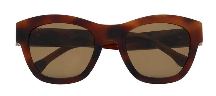 Modelo marrón de la nueva colección primavera/verano 2017 de gafas de sol vintage de Loewe