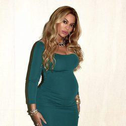 Look elegante premamá de Beyoncé con vestido ajustado verde