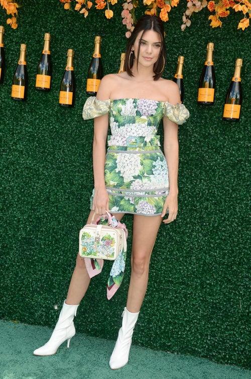 Kendall Jenner opta por un estilismo muy primaveral de Dolce & Gabbana