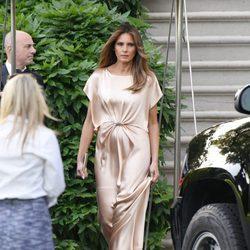 Melania Trump con un vestido de seda de Monique Lhuillier