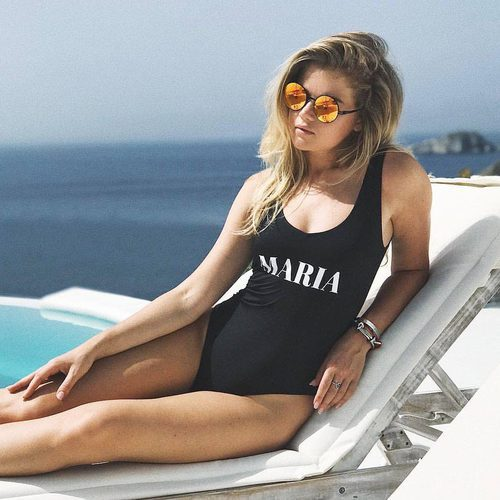 La influencer Maria Ivakova con bañador personalizado de Calzedonia