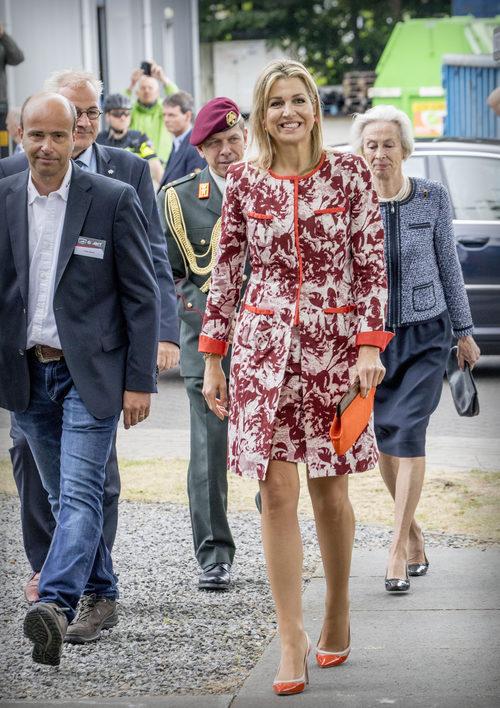La Reina Máxima de Holanda con un vestido y chaqueta a juego