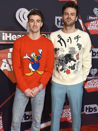 The Chainsmokers en la alfombra roja de los iHeart Radio Music 2017
