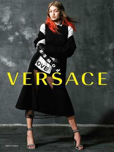 Gigi Hadid con un conjunto 'sporty' de la nueva colección otoño/invierno 2017 de Versace