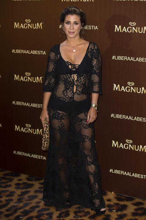 Elena Tablada con vestido con transparencias