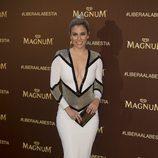 Blanca Suarez con un vestido ajustado tricolor
