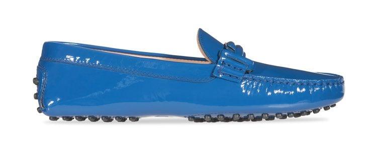 Zapato de charol azul de la colección 'Gommino' de Tod's para verano 2017