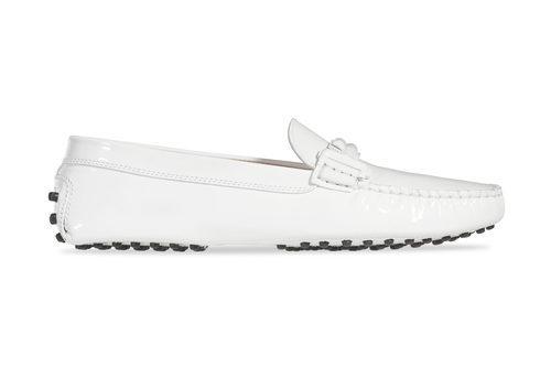 Zapato de charol blanco de la colección 'Gommino' de Tod's para verano 2017