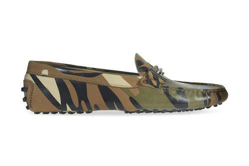 Zapato de print militar de la colección 'Gommino' de Tod's para verano 2017