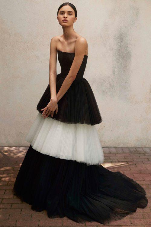 Vestido de tul blanco y negro de la Colección Resort 2018 de Carolina Herrera