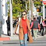 Jessica Alba con un estilismo setentero