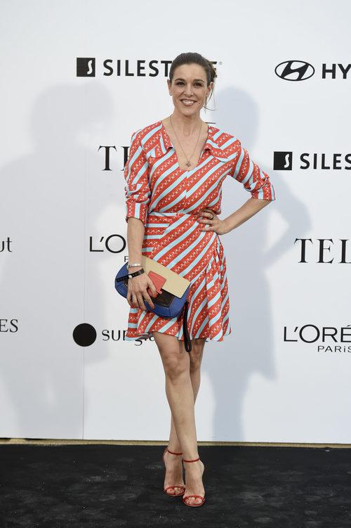Raquel Sánchez Silva con un vestido de rayas