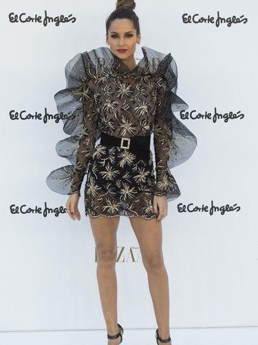 Ariadne Artiles con vestido con transparencias con volantes