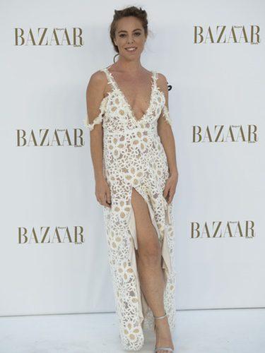 Silvia Marty con vestido estampado y aberturas