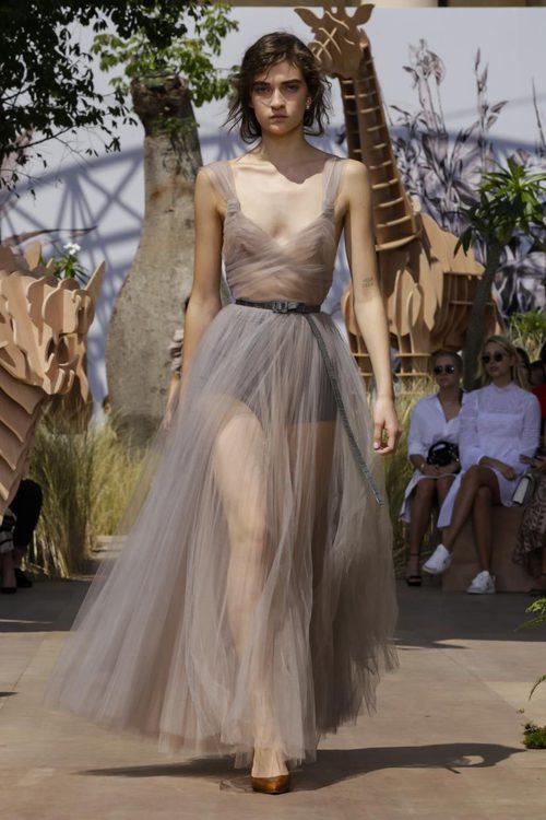 Vestido de tul nude del desfile de Alta Costura Otoño-Invierno 2017-2018 de Dior