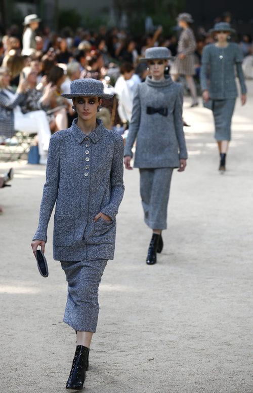 Modelos en la pasarela de Alta Costura de Chanel para otoño/invierno de 2017/2018