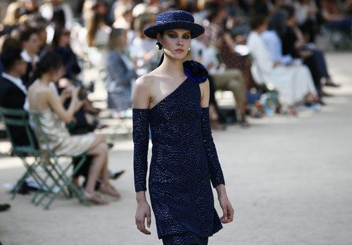 Vestido de lentejuelas de la colección otoño/invierno de Alta Costura de Chanel para 2017/2018