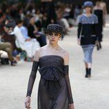 Vestido con pedreria y volantes de la colección otoño/invierno de Alta Costura de Chanel para 2017/2018