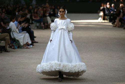 Vestido blanco  de la colección otoño/invierno de Alta Costura de Chanel para 2017/2018