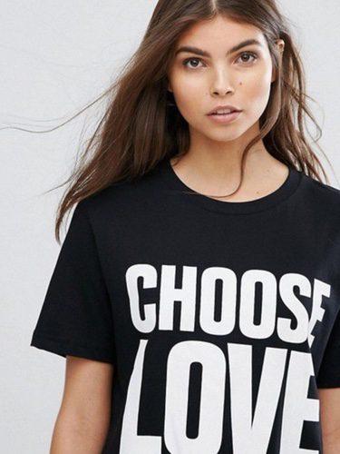 Camiseta solidaria de ASOS en color negro