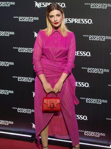 Miriam Giovanelli con un vestido fucsia de Trussardi