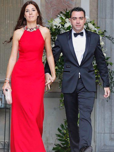 Xavi Hernández y Nuria Cunillera en la boda de Victor Valdés