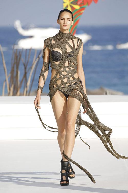 Bikini y vestido con estampado animal de Andrés Sardá para la colección 'High Season' en MBFW IBIZA