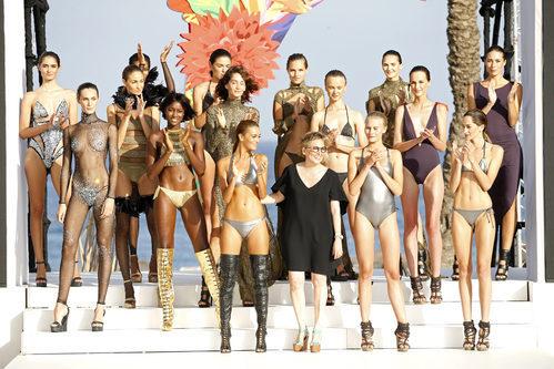 Modelos con Nuria Sardá en el desfile de Andrés Sardá para la colección 'High Season' en MBFW IBIZA