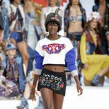 Crop top y falda estampada de Desigual de la Fashion Week de Ibiza 2017