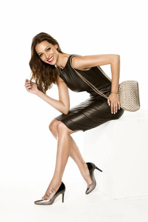 Eva González con stilettos metalizados y con bolso Maia de la colección otoño/invierno 2017/2018 de MARIAMARE
