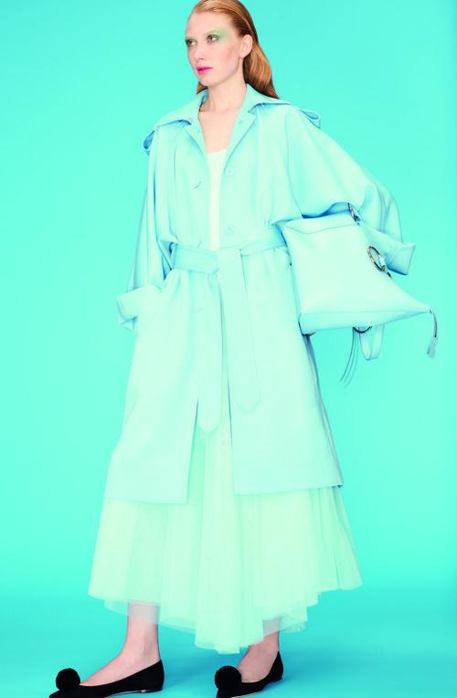 Falda de tul azul de la colección primavera 2018 de Nina Ricci