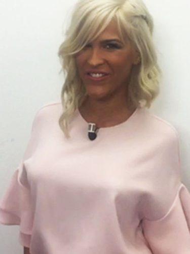 Ylenia Padilla con una camisa de Zara en la promoción de su nuevo programa para MTMAD