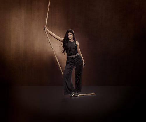 Kylie Jenner con body y pantalones deportivos de la 'Velvet Rope Collection' de Puma
