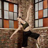 Bailarina del NYC Ballet con top y pantalones de la 'Velvet Rope Collection' de Puma