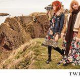 Stella Maxwell y Stella Lucia con estampado floral de la campaña 'On the road' de Twinset