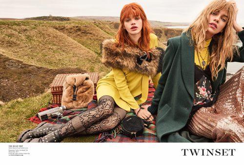Stella Maxwell y Stella Lucia de amarillo en la campaña 'On the road' de Twinset