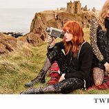 Stella Maxwell y Stella Lucia con lentejuelas en la campaña 'On the road' de Twinset