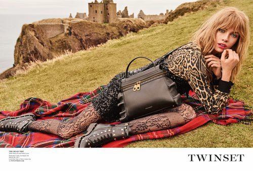Stella Maxwell con lentejuelas y animal print en la campaña 'On the road' de Twinset