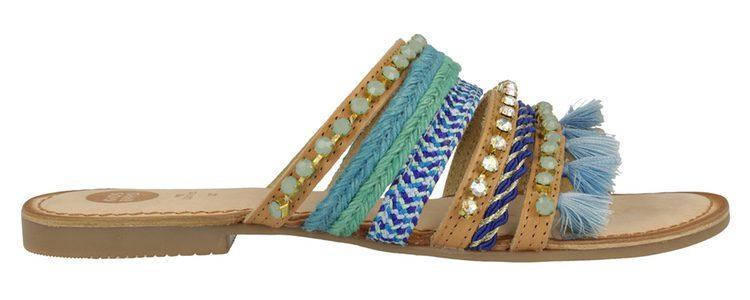Sandalias boho con pompones azules de la colección 'Bali' de Gioseppo