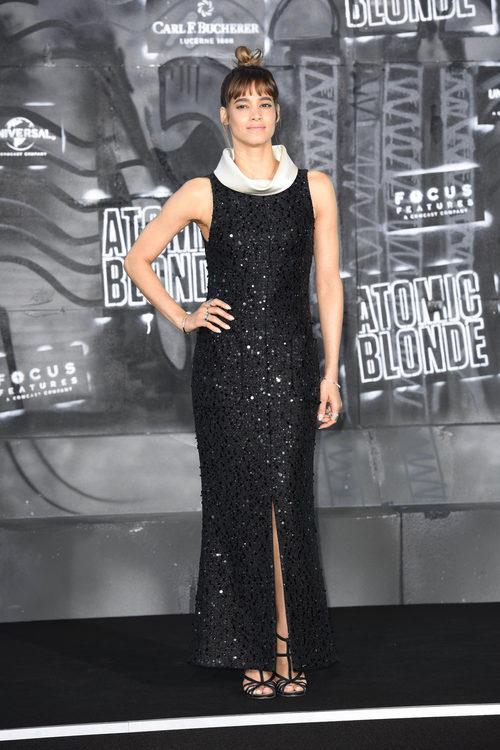 Sofia Boutella con un vestido con pedreria