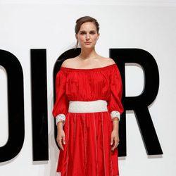 Natalie Portman con un vestido ibicenco rojo