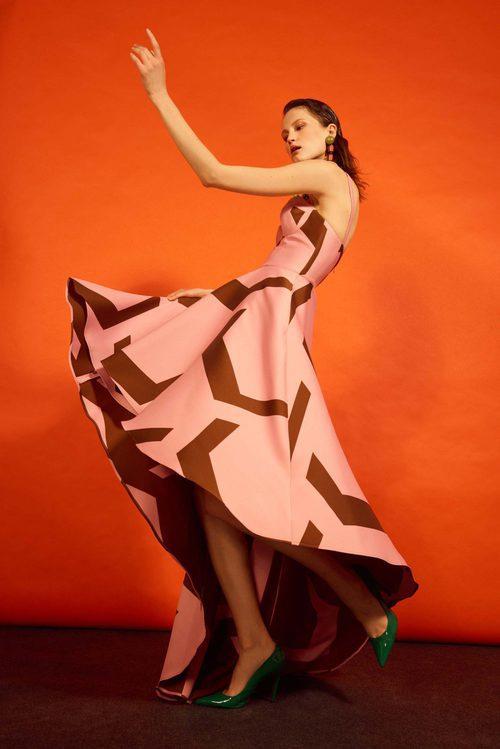Vestido con estampado asimétrico de la colección 'Heaven' de Dolores Promesas
