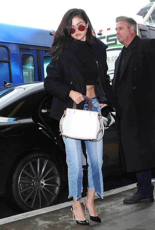 Selena Gomez opta por unos vaqueros con stilettos