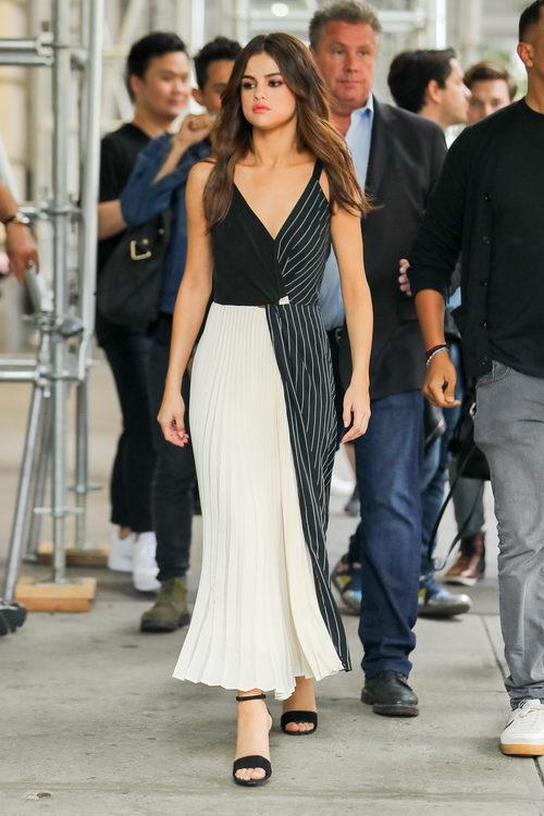 Selena Gomez apuesta por el black and white