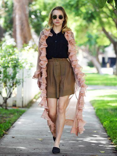 Suki Waterhouse con look vintage