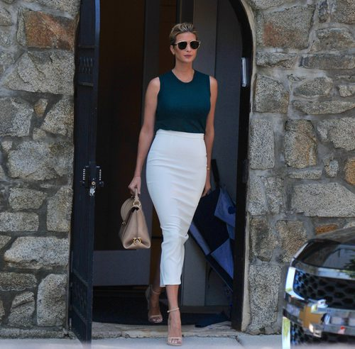 Ivanka Trump con top y falda de tubo midi